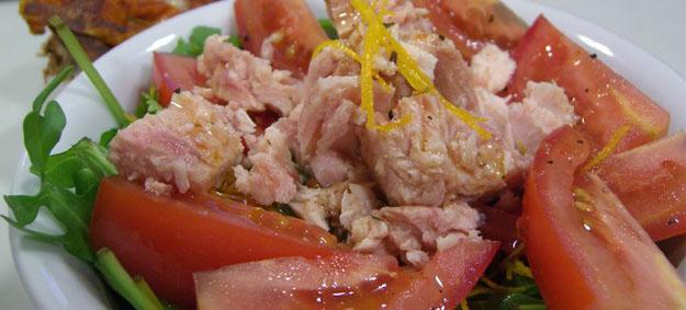 Propiedades de las conservas de pescados - Blog ADNartesano - Ensalada con atún