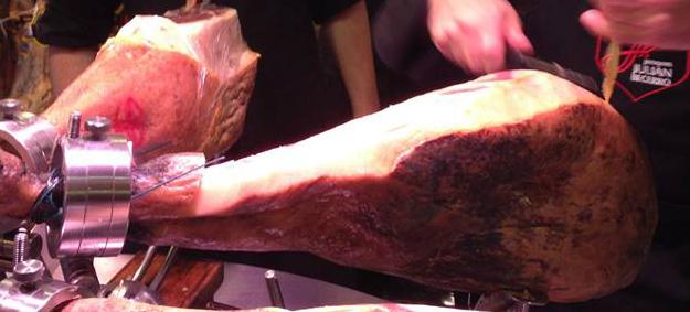 Cómo cortar jamón ibérico - Blog ADNartesano - Corte corteza y grasa
