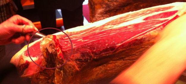 Cómo cortar jamón ibérico - Blog ADNartesano - Hueso cadera
